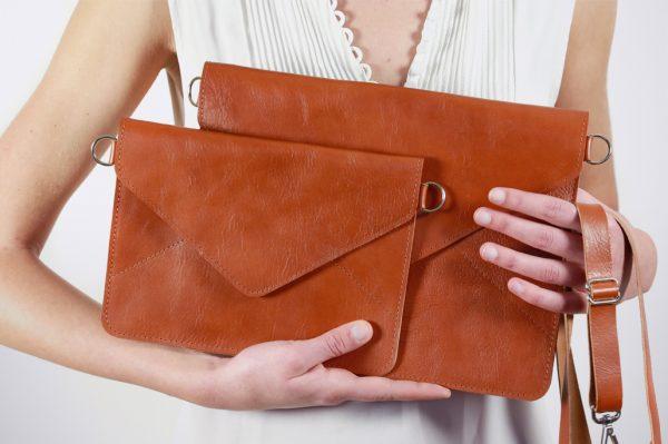 handmade transparent leather artisanal hand werk arbeit pochette hülle ipad electro case housse