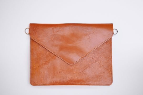 handmade transparent leather artisanal hand werk arbeit pochette hülle ipad electro case housse red brown nature leder